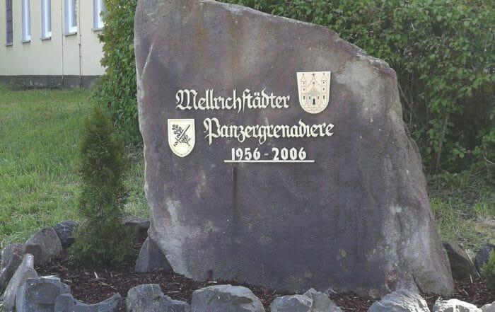 Gedenkstein am Eingang